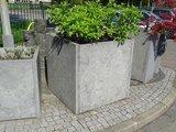 Plantenbak van steen
