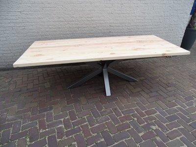Tuintafel TW Zwolle - Douglashout